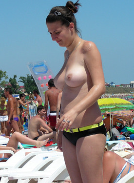 Hot beach topless chicks