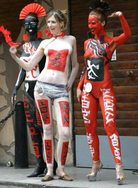 Body art festival girls