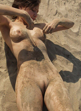 Sweet nude beach girl
