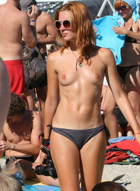 Exciting topless candid beach girls in bikinis